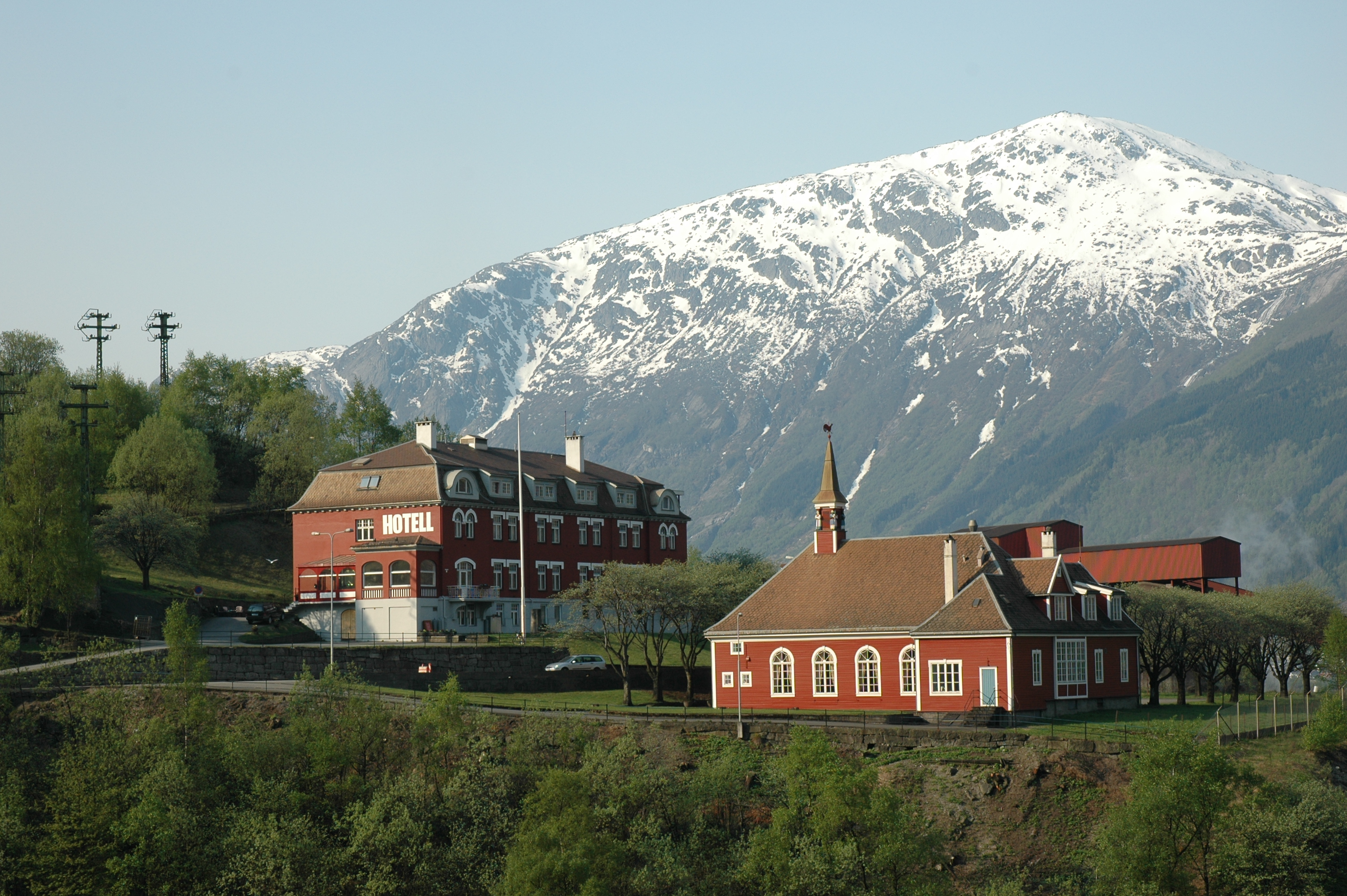 Tyssedal Hotel and the banquet hall Festiviteten.  © RHF (Destination Hardanger Fjord) / Harald Hognerud